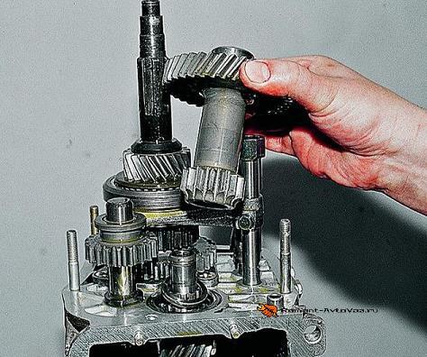 Демонтаж блока шестерн КПП Ваз-2105