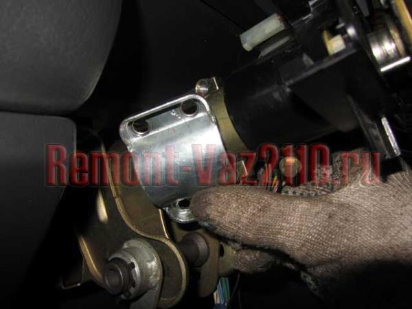 скоба замка зажигания на ВАЗ 2110-2112