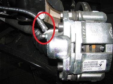 Крепление тормозного шланга к суппорту Lada Largus