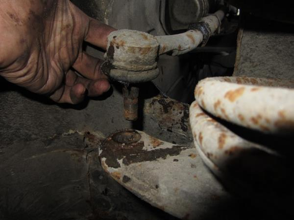 выпрессовать палец наконечника на ВАЗ 2110-2112