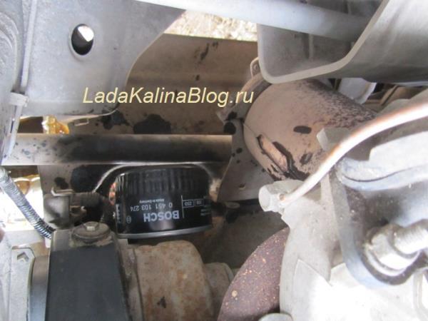 установка нового масляного фильтра на Калину