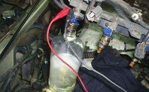 На фото - чистка инжектора ВАЗ 2114, spokoino.ru