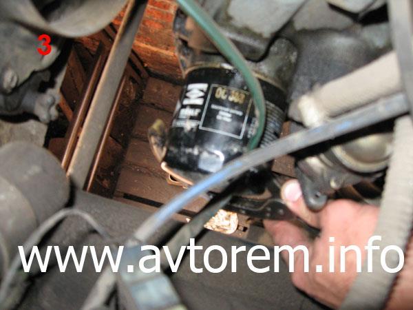 Откручиваем масляный фильтр на автомобиле ВАЗ-2101, ВАЗ-2102, ВАЗ-2103, ВАЗ-2105, ВАЗ-2106, ВАЗ-2107, Жигули, Классика
