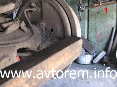 Снятие тормозного барабана на автомобиле ВАЗ 2101, ВАЗ 2105, ВАЗ 2106, ВАЗ 2107