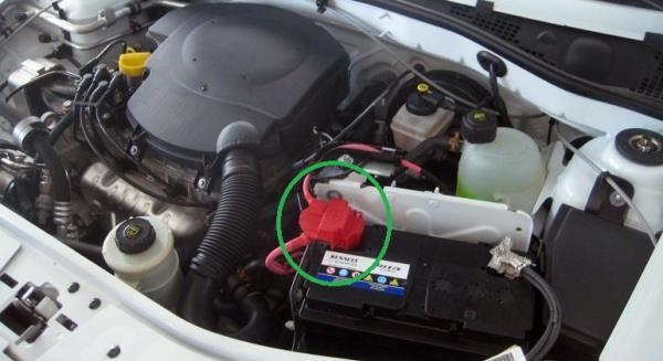 Размещение крышки плюсовой клеммы аккумуляторной батареи Lada Largus