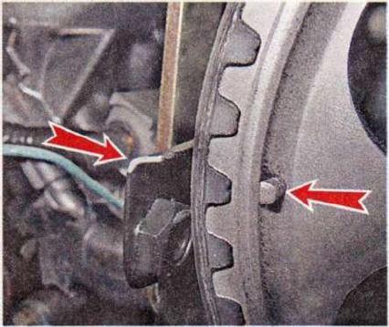 выставить двигатель по меткам