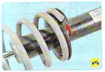 Замена задних стоек на калине: поставить пружину на стойку