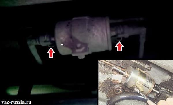 Нажимание на фиксаторы и отсоединение топливных трубок от фильтра тонкой очистки и ослабление болта который стяжной хомут стягивает