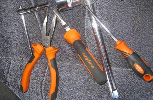 инструмент для замены задних тормозных колодок на ВАЗ 2110
