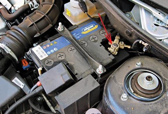 Размещение минусовой клеммы аккумулятора Лада Гранта (ВАЗ 2190)