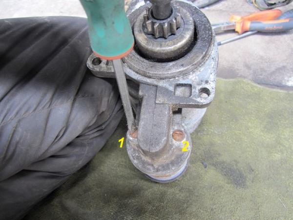 как открутить болты крепления втягивающего реле на ВАЗ 2110-2111