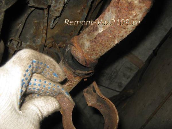 разъединение глушителя и резонатора на ВАЗ 2109-2108