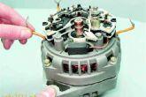 Отогнуть в сторону провода выводов обмотки статора