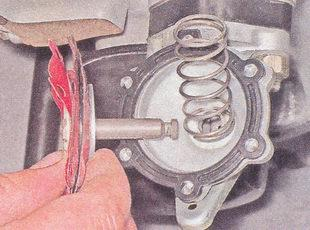 статья про замена диафрагмы бензонасоса автомобиля ваз 2107