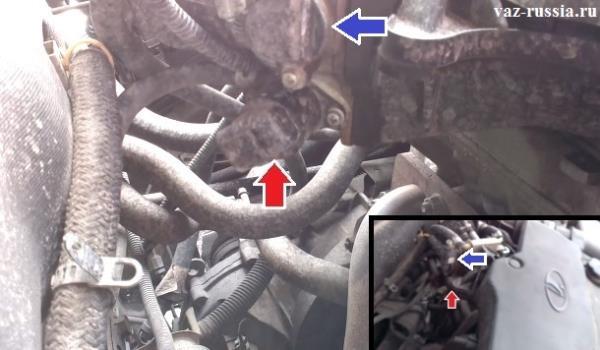 Местонахождение регулятора и датчик положения дроссельной заслонки показано на фотографии