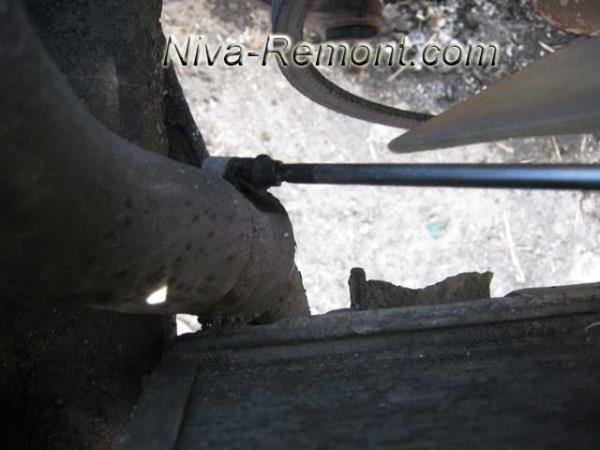 нижний патрубок радиатора Нивы ВАЗ 2121