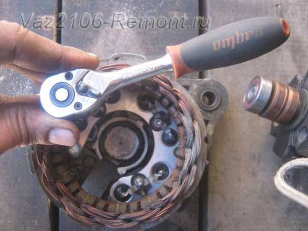 откручиваем статор от диодного моста на ВАЗ 2106