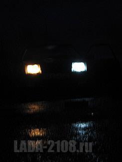 Штатная лампа и светодиодный габарит ночью