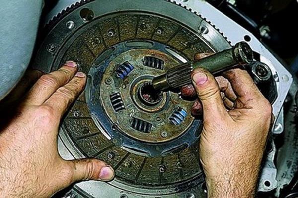 Ставим сцепление ВАЗ-2114