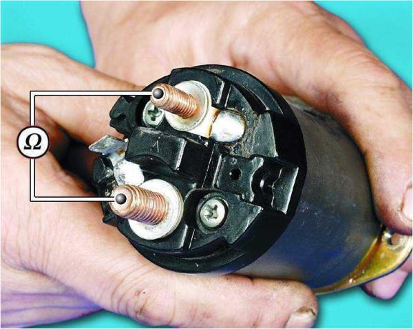 Схема проверки омметром замыкания контактов тягового реле стартера Лада Гранта (ВАЗ 2190)