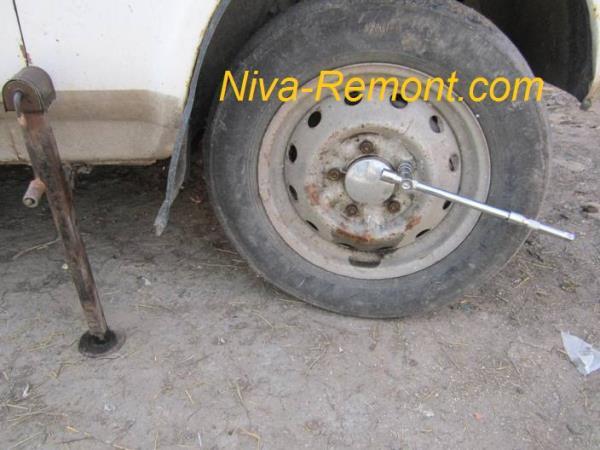 откручивание шпилек колеса на Ниве ВАЗ 2121