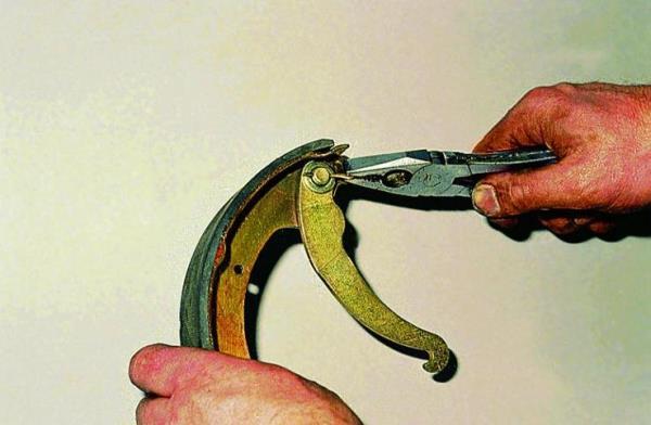 Замена задних тормозных колодок - Мои статьи - Каталог статей - Пятнашка