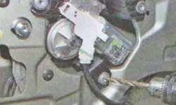 Стеклоочиститель задней двери Лада Ларгус (снятие и установка)