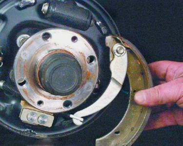 Снимаем заднюю тормозную колодку на ВАЗ 2108, 2109, 21099