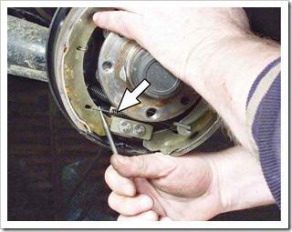 Как поменять тормозные колодки на задних колесах