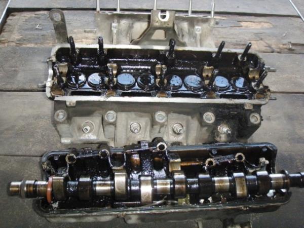 Головка блока цилиндров на ВАЗ 2109 в разобранном состоянии