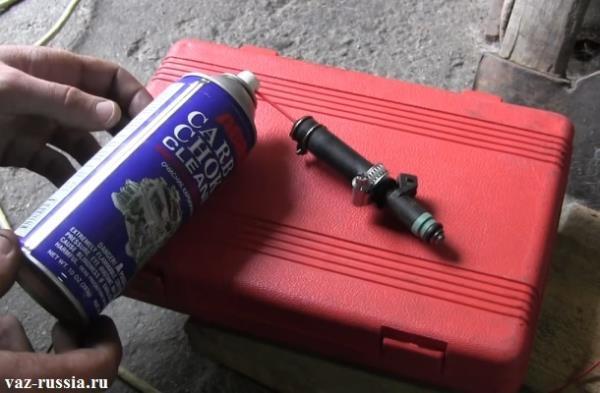 На фото изображена готовая конструкция, которая предназначена для чистки форсунок