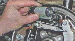 Тормозной цилиндр Лада Ларгус (снятие)