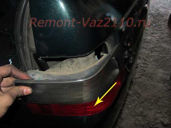 снятие заднего фонаря габарита и поворота на ВАЗ 2110-2112
