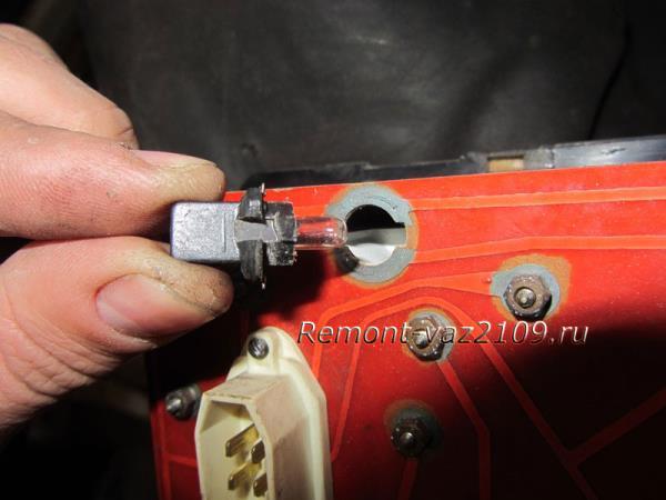 замена лампочек в щитке приборов на ВАЗ 2109-2108