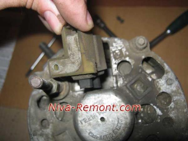 замена щеток генератора на Ниве ВАЗ 2121