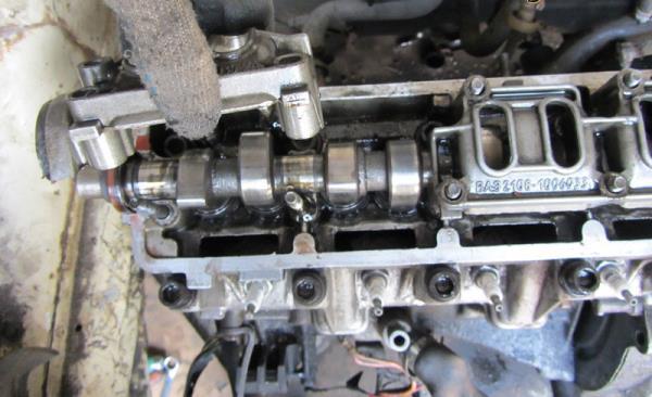 Снятие корпуса подшипника распредвала 8-клапанного двигателя Лада Гранта (ВАЗ 2190)