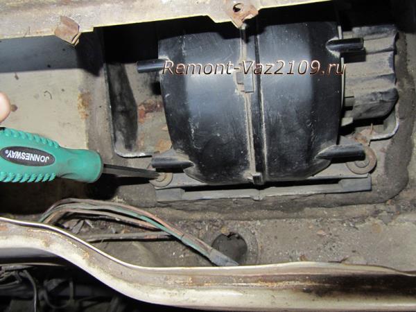 как открутить вентилятор печки на ВАЗ 2109-2108