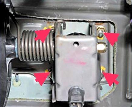 Гайки крепления кронштейна педального узла к вакуумному усилителю Lada Largus