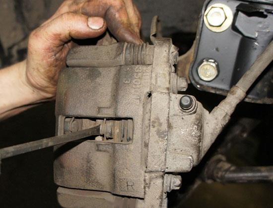 Как заменить передние тормозные колодки на ВАЗ 2115 в домашних условиях