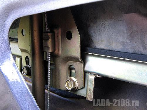 Штатный механизм подъема стекла ВАЗ-2108