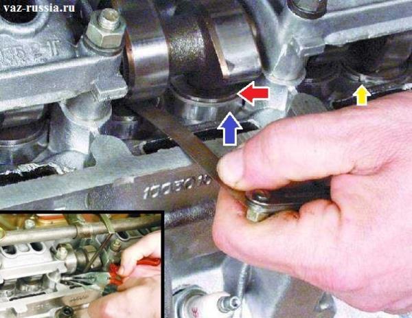 Проверка щупом зазора и вынимание регулировочной шайбы из толкателя в котором она размещена