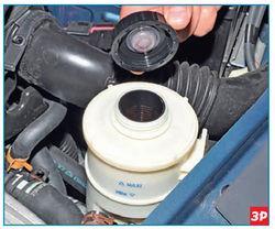 Снятие крышки бачка гидроусилителя Lada Largus