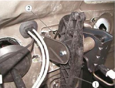 Позиции деталей для отсоединения троса привода сцепления от педали сцепления Lada Largus