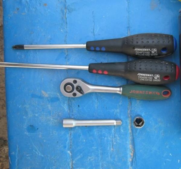 замена радиатора на Ниве - необходимый инструмент