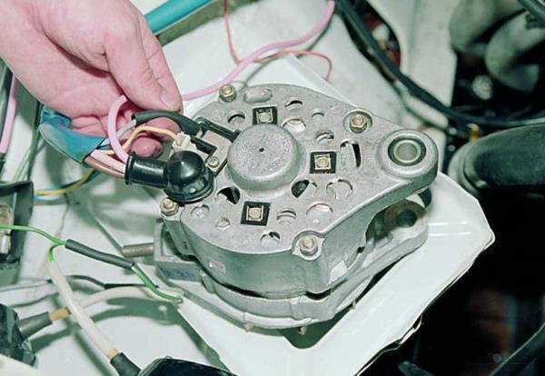 расположение щеток генератора ВАЗ 2106