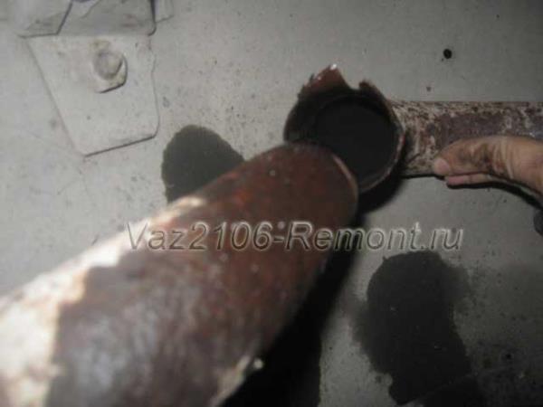 разъединение глушителя и резонатора на ВАЗ 2106