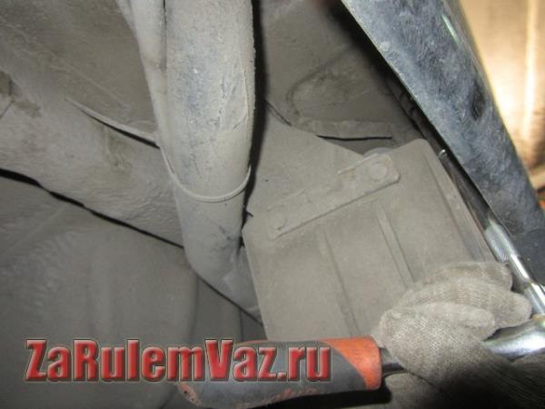 боковые крепления заднего бампера на ВАЗ 2115