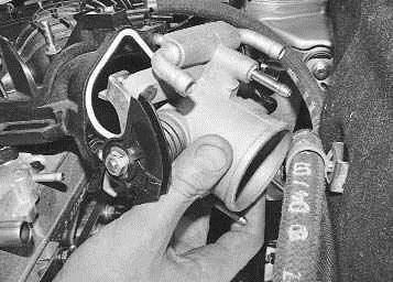 Операции выполняемые при снятии и установке дроссельного узла на автомобиле ВАЗ 2170 2171 2172 Лада Приора (Lada Priora)