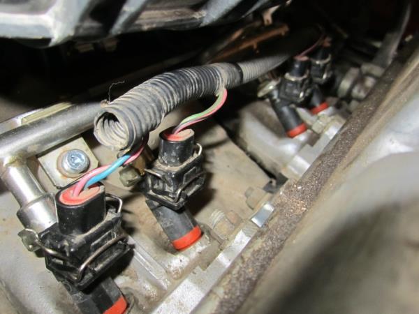 Проверка герметичности соединений топливных форсунок двигателя Лада Гранта (ВАЗ 2190)