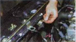 Zamena-radiatora-sistemy-okhlazhdenija-dvigatelja 11